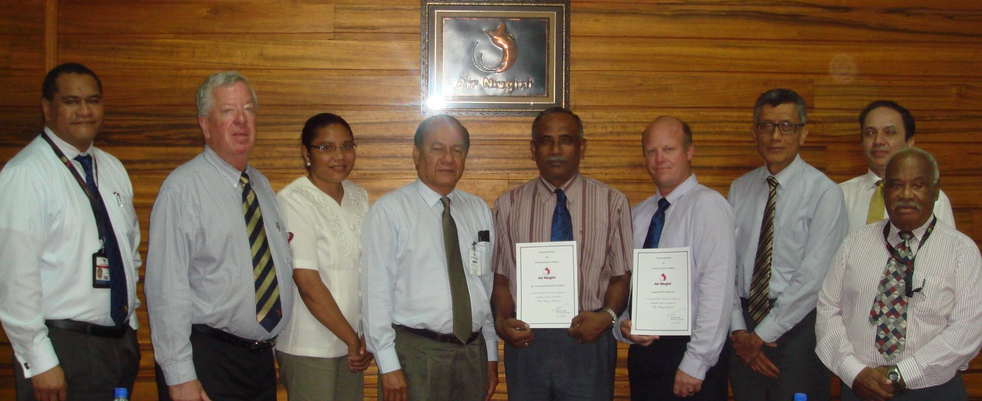 Air Niugini awards commendation certificates to staff