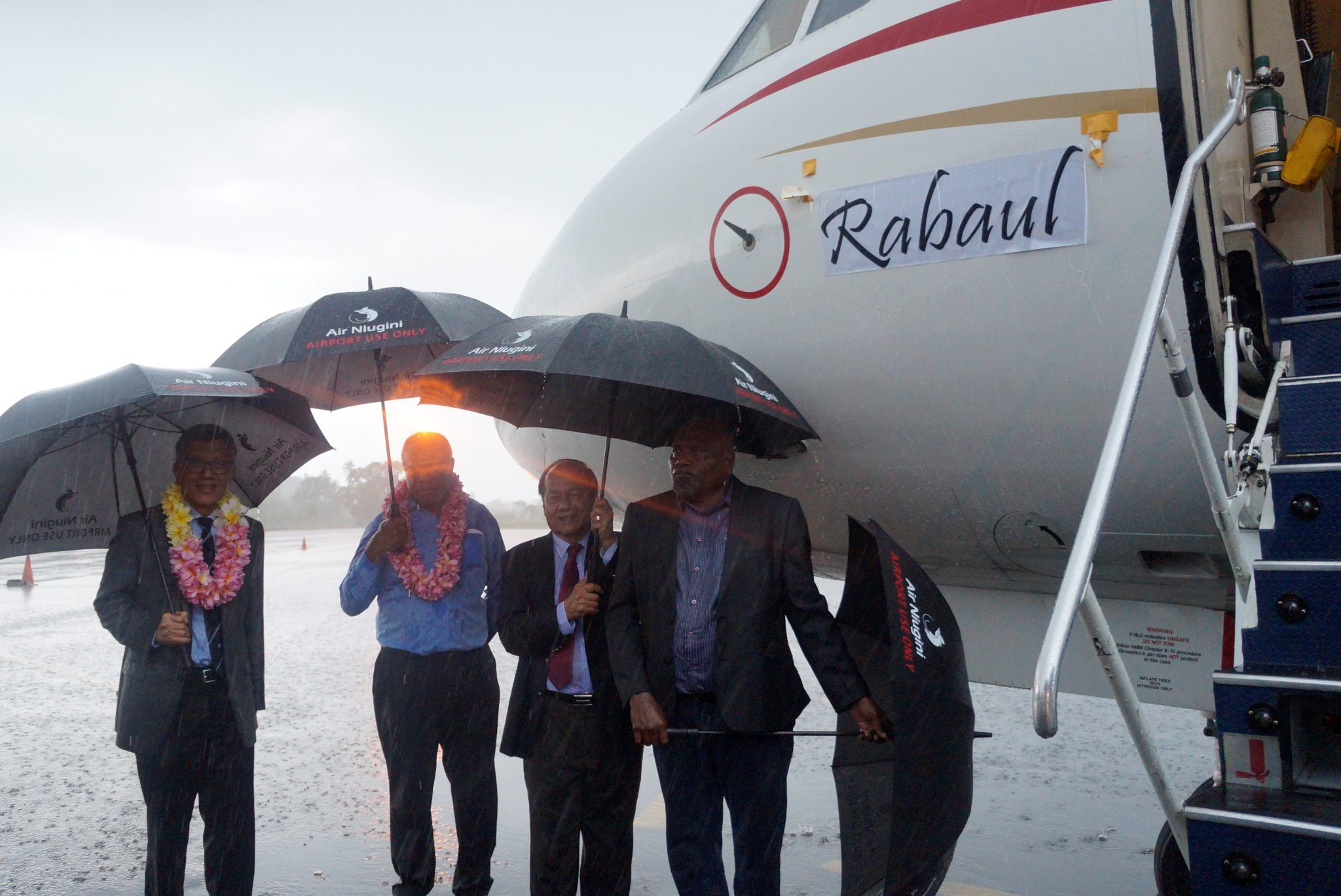 "Air Niugini names its Fokker 100 ""Rabaul"""